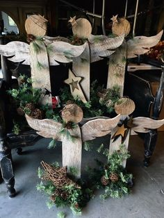 Primitive Standing Angels For angel already in my garage needing redone Pinterest Christmas Crafts, Christmas Wood Crafts, Christmas Angels, Rustic Christmas, Christmas Projects, Christmas Fun, Holiday Crafts, Christmas Decorations, Christmas Ornaments