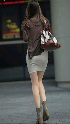 Sexy Hips, Sexy Curves, Skirt Fashion, Fashion Outfits, Womens Fashion, Eva Longoria Style, Korean Beauty Girls, Beautiful Legs, Beautiful Celebrities