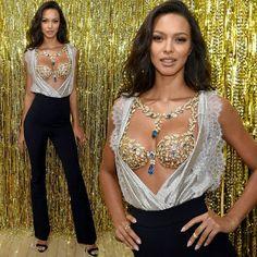 Lais Ribeiro #victoriassecret #vsfashionshow #vspink #vsfs #vsmodel #vsangel #angel #model #runway #fashion #lingerie #vsfs2017 #candiceswanepoel #lilyaldridge #behatiprinsloo #sarasampaio #josephineskriver #elsahosk #doutzenkroes #gold #alessandraambrosio #adrianalima #fantasybra #laisribeiro http://misstagram.com/ipost/1645751920654154764/?code=BbW4qb7AfwM
