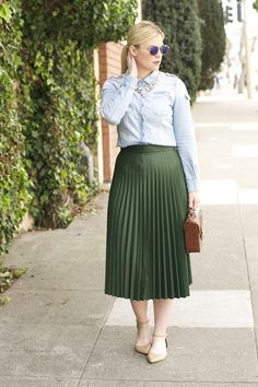 Britt+Whit: Green pleats are an unexpected look for the office! St Patrick's Day Outfit, Outfit Of The Day, Stylish Work Outfits, Work Looks, Office Fashion, Fashion Outfits, Women's Fashion, Your Style, Midi Skirt