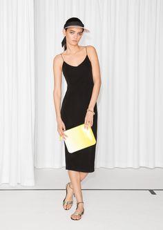 & Other Stories | Spaghetti Strap Dress. iii den her kjole kunne jeg sørme godt tænke mig!! meget pæn enkel sort kjole. prøvede den i str. 34 i butikken, den passer godt :-) *****