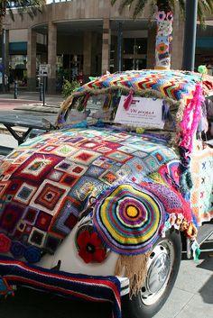 Crochet Inspiration: Yarn Bombing a VW Beetle. Yarn Bombing, Volkswagen, Vw Bus, Crochet Art, Crochet Patterns, Freeform Crochet, Hippie Crochet, Chevron Patterns, Grannies Crochet