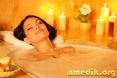 Антицеллюлитные ванны – самый приятный способ избавления от целлюлита. Принятая вечером ванна не только будет бороться с целлюлитом, но и окажет благотворное влияние на организм.