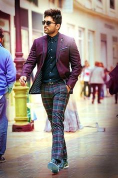Allu Arjun's 'Duvvada Jagannadham' teaser has been already a hit and has crossed over 6 million views. The actor has one more surprise for his birthd. Dj Movie, Movie Photo, Actor Picture, Actor Photo, Allu Arjun Hairstyle, Allu Arjun Wallpapers, Allu Arjun Images, Prabhas Pics, Love Couple Images