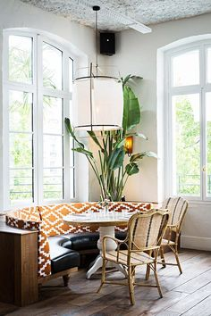 Parisian Eatery With Beautiful Boho Design (la Brasserie Auteuil) Booth Seating, Floor Seating, Lounge Seating, Dining Nook, Dining Room Design, Midcentury Modern, Banquette Seating Restaurant, Kitchen Seating, Kitchen Nook