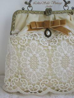 Bolso vintage de boquilla hecho a mano.  Bolso realizado a partir de un tejido recuperado, una colcha de los años 60´s. www.lolitasala.es