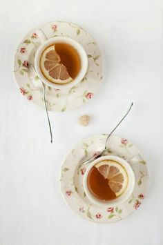 Scones au thym citron - recette facile SkinnyMe tea // In need of a detox tea? Get off your teatox order using our discount code on . Coffee Time, Tea Time, Scones, Latte, Chocolate Cafe, Cuppa Tea, Lemon Slice, My Cup Of Tea, Detox Tea