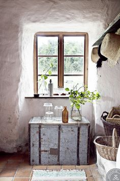 deep window niche, angled edges bring the outside glow into the space better than flat walls.