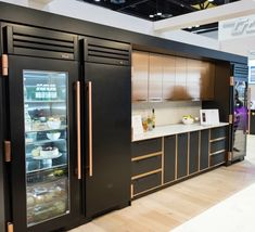 Five kitchen design trends that focus on environment-friendly materials, brightly colored aesthetics and expanding the use of space in our kitchen. Luxury Kitchen Design, Dream Home Design, Interior Design Kitchen, Interior Modern, Modern Exterior, Black Kitchens, Luxury Kitchens, Home Kitchens, Tuscan Kitchens