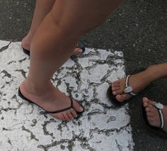 mother and daughter by jolis pieds féminins, via Flickr