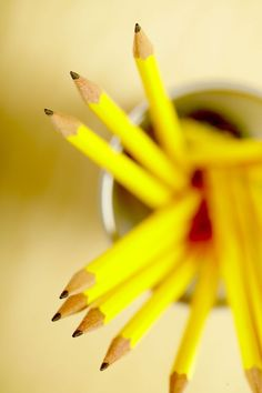 Yellow Pencils perfect for work. Yellow Fever, Yellow Submarine, Mellow Yellow, Color Yellow, Shades Of Yellow, Happy Colors, Color Inspiration, Favorite Color, Cool Photos