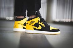 If you are a like sports, then you have to have a pair of Air Jordan, Jordan sneakers will be your best choice, look here,so so so CHEAP! Nike Air Shoes, Nike Air Jordans, Nike Shoes Outlet, Air Jordan Shoes, Nike Sneakers, Sneakers Fashion, Jordan Sneakers, Retro Jordans, Zapatillas Jordan Retro