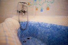 that bathtub!!!! <3   casa din chirpici la Ciolpani, Poiana Florilor, Romania designer Elena Vasiliu arh. Raluca Suru