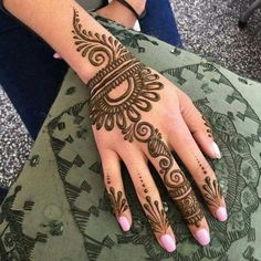 Explore latest Mehndi Designs images in 2019 on Happy Shappy. Mehendi design is also known as the heena design or henna patterns worldwide. We are here with the best mehndi designs images from worldwide. Simple Henna Patterns, Henna Tattoo Designs Simple, Mehndi Designs Book, Finger Henna Designs, Simple Arabic Mehndi Designs, Mehndi Designs 2018, Mehndi Designs For Beginners, Mehndi Designs For Girls, Mehndi Design Photos