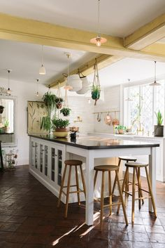 The Classic Millhouse Kitchen | deVOL Kitchens