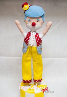 Decoração Circo - Palhaço perna de pau #feltclown #palhaço #palhaçopernadepau #palhaçodefeltro #felt #decoraçãocirco #feltro #circusparty #festacirco #lauralineatelier