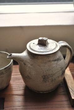 """""""hakeme"""" tea pot, by Katsufumi Baba. via utuwa-wagokoro."""