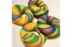 Les rainbow bagels, nouvelle tendance food venue des States