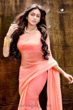 Telugu heroine Vithika sheru in transparent saree photo. Vithika is stunning in peach color plain transparent georgette saree with V necked short sleeves s Beautiful Girl Indian, Most Beautiful Indian Actress, Beautiful Saree, Beautiful Actresses, Beauty Full Girl, Beauty Women, Bollywood, Saree Models, Saree Look