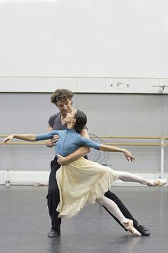Francesca Hayward and Gary Avis in rehearsal for The Invitation, The Royal Ballet © 2016 ROH. Photograph by Andrej Uspenski Shall We Dance, Just Dance, Francesca Hayward, Princesa Tutu, La Bayadere, Ballet Pictures, Partner Dance, Dance Movement, Dance Poses