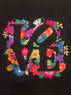 Wool Applique Patterns, Embroidery Applique, Cross Stitch Embroidery, Embroidery Patterns, Bordado Floral, Bordados E Cia, Mexican Embroidery, Needlework, Facebook