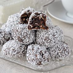 Easy Fudgy No Bake Chocolate Snowballs a. Soft chocolate fudge balls with the goodness of oatmeal and coconut. Rock Recipes, Candy Recipes, Sweets Recipes, Baking Recipes, Cookie Recipes, Game Recipes, Coconut Recipes, Banana Com Chocolate, Chocolate Hazelnut