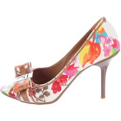 Pre-owned Christian Dior Woven Floral-Printed Pumps ($225) ❤ liked on Polyvore featuring shoes, pumps, pink, pink bow pumps, flower print pumps, pink pumps, pink floral pumps and peep-toe shoes
