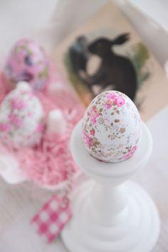 Decoupage Easter Eggs via Heart Handmade UK Hoppy Easter, Easter Bunny, Easter Eggs, Decoupage, Easter Egg Crafts, Easter Decor, Easter Parade, Egg Art, Egg Decorating