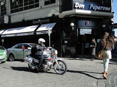Fachada do restaurante. O Don Peperone fica bem no centro da Cidade Velha de Montevidéu.