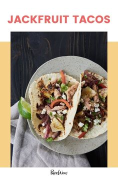 Meet the new vegan taco filling that cooks and shreds just like meat: jackfruit. You can buy this tangy tropical fruit fresh, frozen or canned at the grocery store. Vegan Appetizers, Vegan Dinner Recipes, Vegan Dinners, Grilled Pineapple Recipe, Pineapple Recipes, Make Ahead Meals, Easy Meals, Veggie Chili, Beet Hummus