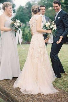 Ρομαντικά νυφικά φορέματα