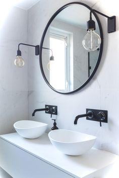 New bathroom white sink taps 62 Ideas Black Bathroom Taps, Black White Bathrooms, Bathroom Faucets, Bathroom Marble, Mirror Bathroom, Marble Tiles, Black Bathroom Light, Bathroom Lighting, Funky Bathroom