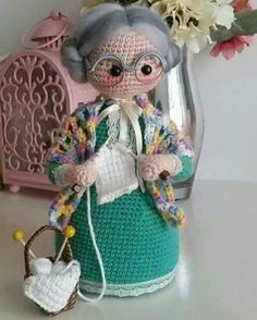 Free crochet patterns and video tutorials: Beautiful crochet amigurumi grandmothers ideas. Crochet Tunic Pattern, Crochet Dolls Free Patterns, Crochet Blanket Patterns, Amigurumi Patterns, Amigurumi Doll, Doll Patterns, Free Crochet Bag, Crochet Gifts, Crochet Toys