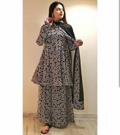 Pakistani Fashion Casual, Indian Bridal Fashion, Indian Fashion Dresses, Dress Indian Style, Girls Fashion Clothes, Muslim Fashion, Indian Wear, Simple Kurta Designs, Stylish Dress Designs