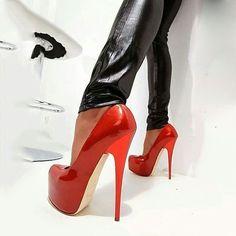 Shoespie Classy Red Platform Heels