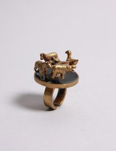 Spinning top ring with giraffe, hippo, duck and dog. IT SPINS! from oldgoldboutique.com