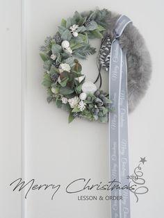 Christmas Door Decorations, Xmas Wreaths, Christmas Centerpieces, Christmas Crafts, Xmas Gifts, Advent, Flower Art, Floral Arrangements, Floral Design