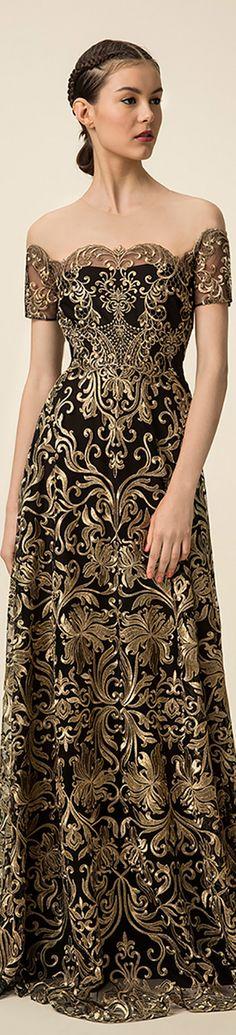 Marchesa Notte Spring 2016. Jaglady #highfashion #inspiration #moderndesign luxury design, luxury, fashion. Visit www.memoir.pt