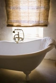 A cast iron bathtub can be a charming addition to your bathroom provided it is in good condition and properly maintained. Antique clawfoot tubs are generally made of cast iron and prone to rust if they have not been properly treated. Clawfoot Tub Bathroom, Bath Tub, Mobile Home Bathrooms, Coastal Bathrooms, Large Bathrooms, Cast Iron Bathtub, Rustic Irons, Home Repairs, Jaba