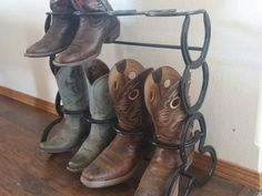 Looking for Horseshoe Boot Rack 4 Pair ? Check out our picks for the Horseshoe Boot Rack 4 Pair from the popular stores - all in one. Horseshoe Projects, Horseshoe Crafts, Horseshoe Art, Horseshoe Wreath, Horseshoe Ideas, Diy Welding, Welding Projects, Welding Crafts, Blacksmith Projects