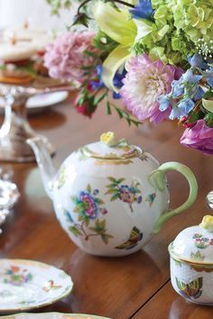 We love this Herend Queen Victoria teapot so much, we've featured it on more than one Tea Time cover! Chocolate Pots, Chocolate Coffee, Tea Sandwiches, Teapots And Cups, Tea Art, My Cup Of Tea, Tea Recipes, High Tea, Afternoon Tea