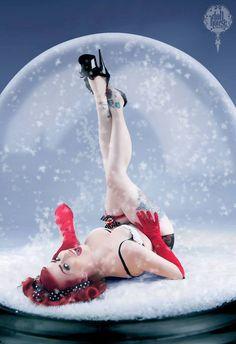 Rockabilly Christmas:: Holiday Pin Up:: Pin Up Girl::  I LOVE THIS!