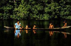 Indios navegando por el rio roinoco,Venezuela