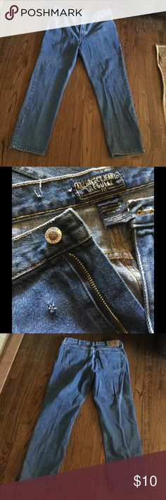 Men's Architect Jeans 36x30 Pre loved  architect regular fit jeans. In great condition but does have a tiny hole (see 2nd photo). architect Jeans Straight