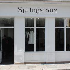La nouvelle boutique Springsioux Paris...sobre d'exterieur, rock a l'interieur ! #shopping #marais #paris