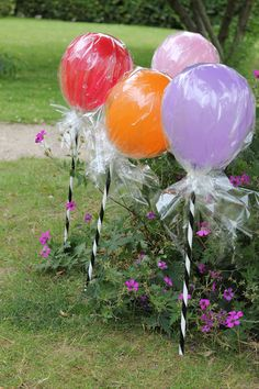 Lollipop balloons, so cute for a birthday party or baby shower. Carnival Birthday, Birthday Parties, Christmas Carnival, Halloween Carnival, Birthday Ideas, Candy Land Theme, Carnival Themes, Candy Party, Lollipop Candy