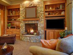 Kamienny kominek w salonie