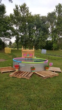 What happens when you don't actually have the space or money to build the pool you wish? An easy compromise is to make your own swimming pool using a livestock tank in the DIY project. The transformation attempt featured in these images is a successful one. The galvanized stock tank is perfect for