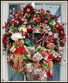 Unique Christmas Wreath Decoration Ideas For Your Front Door 14 Gingerbread Christmas Decor, Gingerbread Decorations, Christmas Door Wreaths, Holiday Wreaths, Christmas Decorations, Christmas Swags, Gingerbread Men, Burlap Christmas, Primitive Christmas