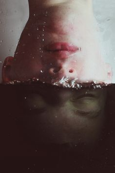 Surreal Self Portraits - Fish Tank- Kyle Thompson Conceptual Photography, Underwater Photography, White Photography, Portrait Photography, Eerie Photography, Colour Photography, Kyle Thompson, Foto Portrait, Photoshop